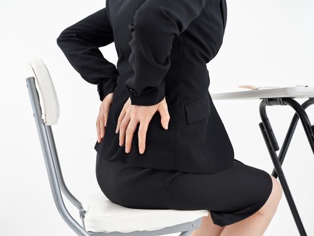 坐骨神経痛に悩む女性