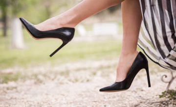 ハイヒールと女性の脚