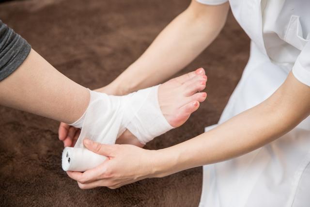 捻挫の処置は整骨院?施術内容と注意点