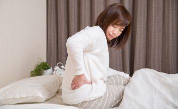 寝るときに腰が痛む女性
