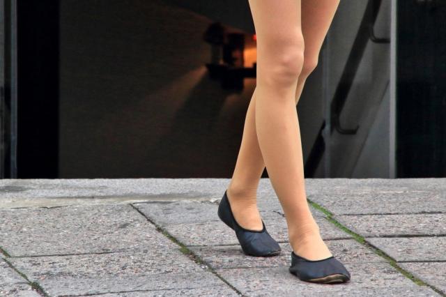 【O脚の治し方】O脚を改善するための7つのポイント!【女性必見!】