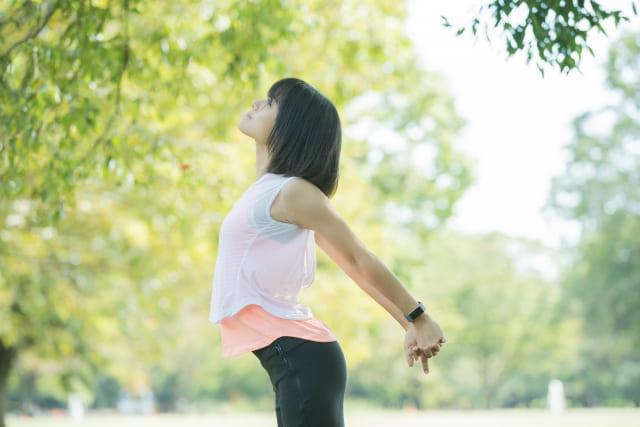 【骨盤矯正におすすめの体操】専門家が教える骨盤の歪みを整える運動