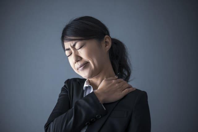 【医師監修】肩こりの原因はストレスにもあった!?「ストレス肩こり」の解消法