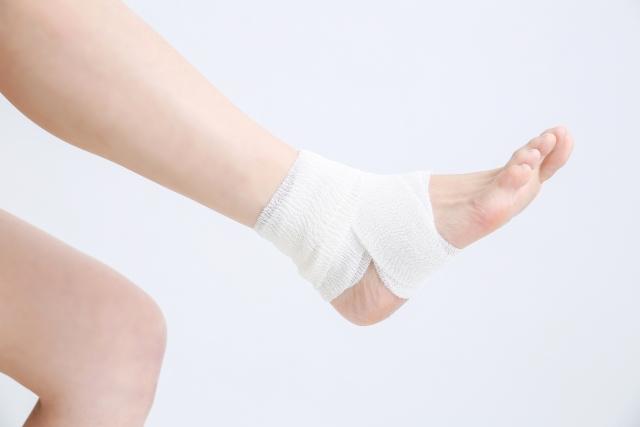 【捻挫を早く治したいときは?】捻挫の対処方法と処置のポイント