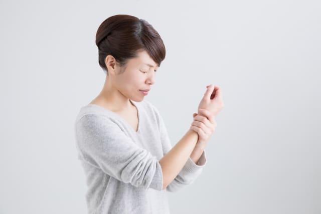 産後の関節痛に悩まされている!原因と解決策をご紹介