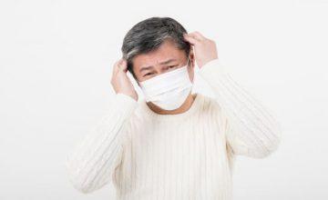マスク頭痛を訴える男性
