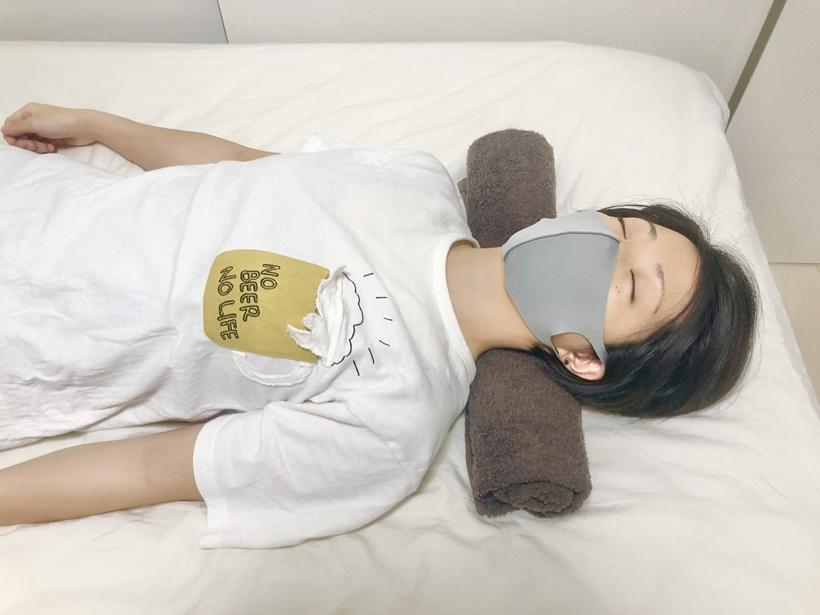 寝ながらできるストレートネック改善ストレッチ2