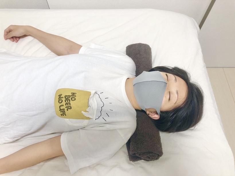 寝ながらできるストレートネック改善ストレッチ3