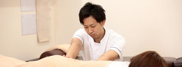 大阪口コミNO1の整骨院。肩こり、腰痛、ぎっくり腰で悩む方は近くのぷらす整骨院へ。なぜぷらす整骨院は、どこに行っても治らなかった症状を良くできるのか?
